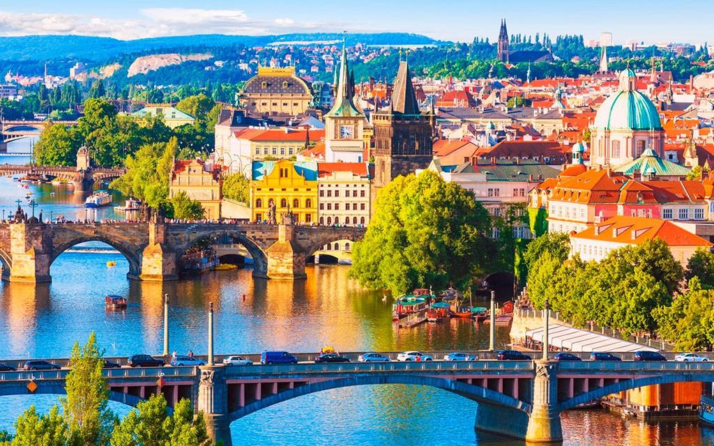 Документы на визу в Чехию: собираем в путешествие